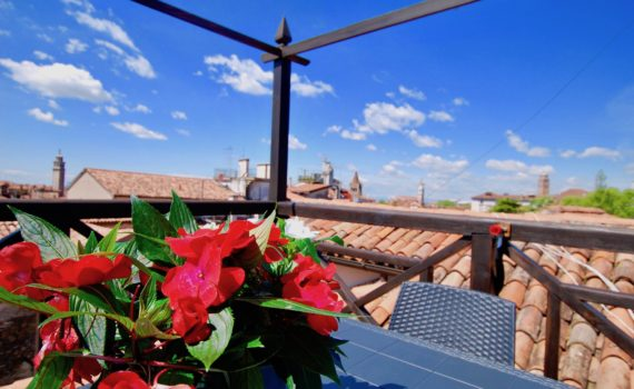 Flower Terrace Apartment Venice