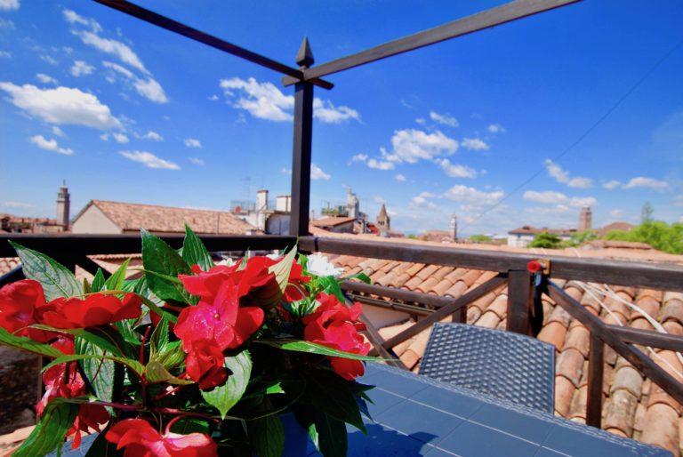 Flower Terrace Apartment Venice