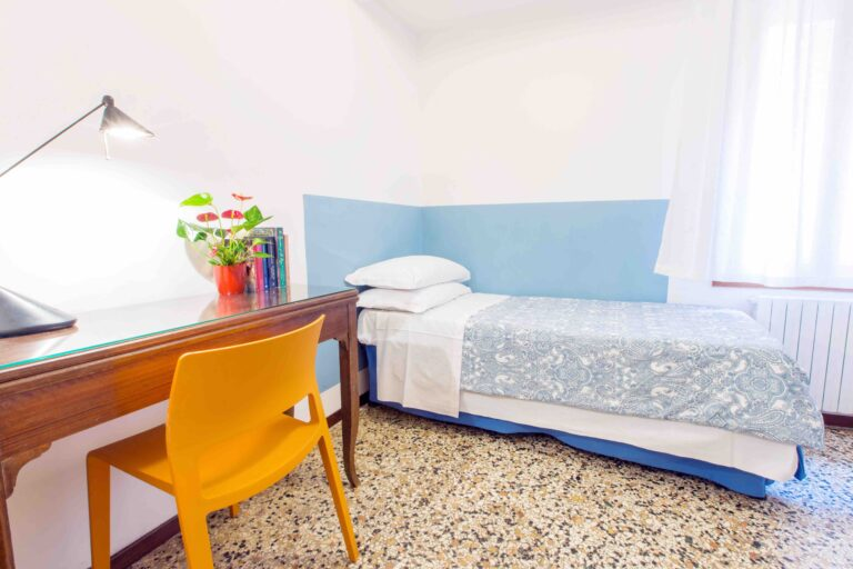 Ca Cammello Venice apartment with terrace canal view bedroom