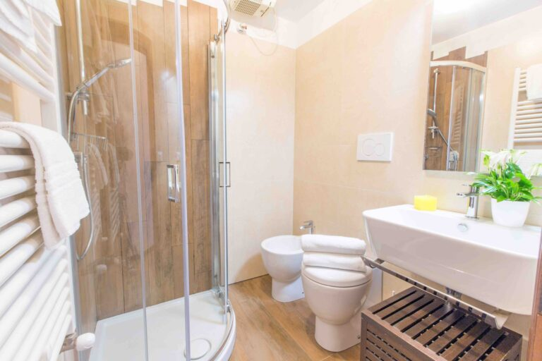 Ca Cammello Venice apartment with terrace canal view bathroom