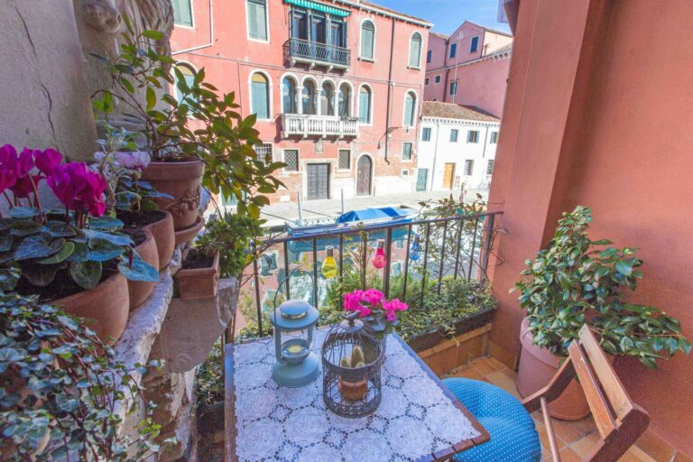 Ca Cammello Venice apartment with terrace canal view