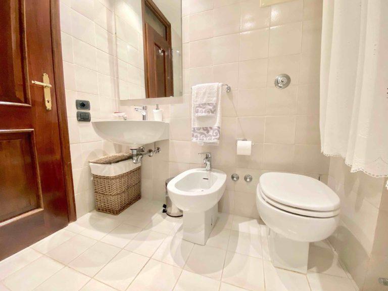 CaMoro Venice Apartment New Bathroom Shower