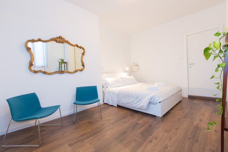 Ca Zulian apartment with canal view master bedroom