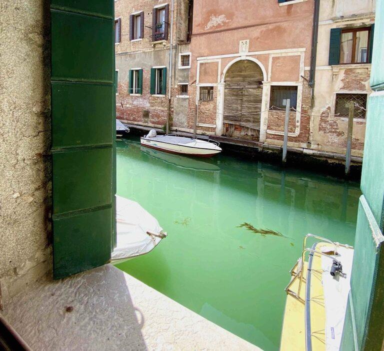Canal View Venice apartment venice2live