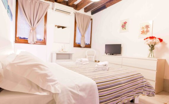 Saint Mark apartment Venice double bedroom