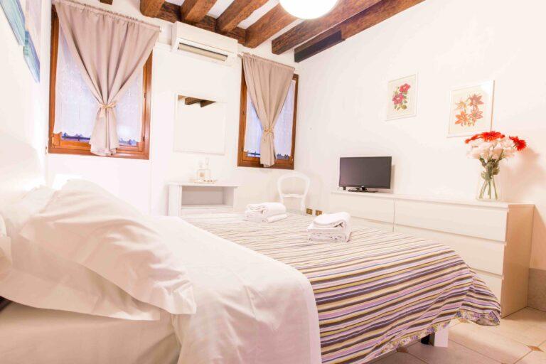 Saint Mark apartment Venice double bedroom
