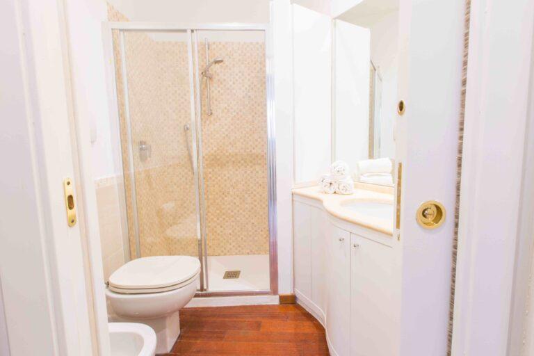 The Arch Venice Apartment bathroom