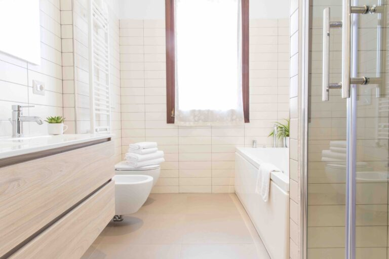 Venice Apartment with canal view Ca Grimani bathroom