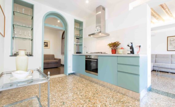 Venice Apartment with canal view Ca Grimani kitchen