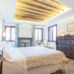 Venice Apartment with canal view Ca Grimani master bedroom
