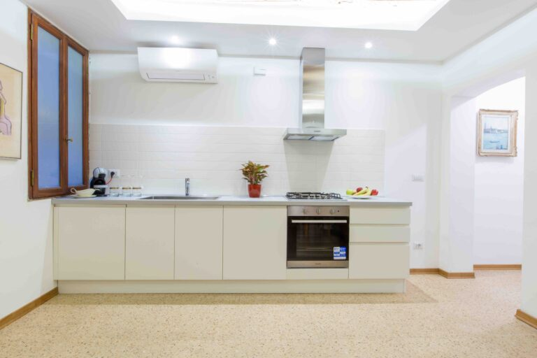 Venice apartment with terrace new kitchen